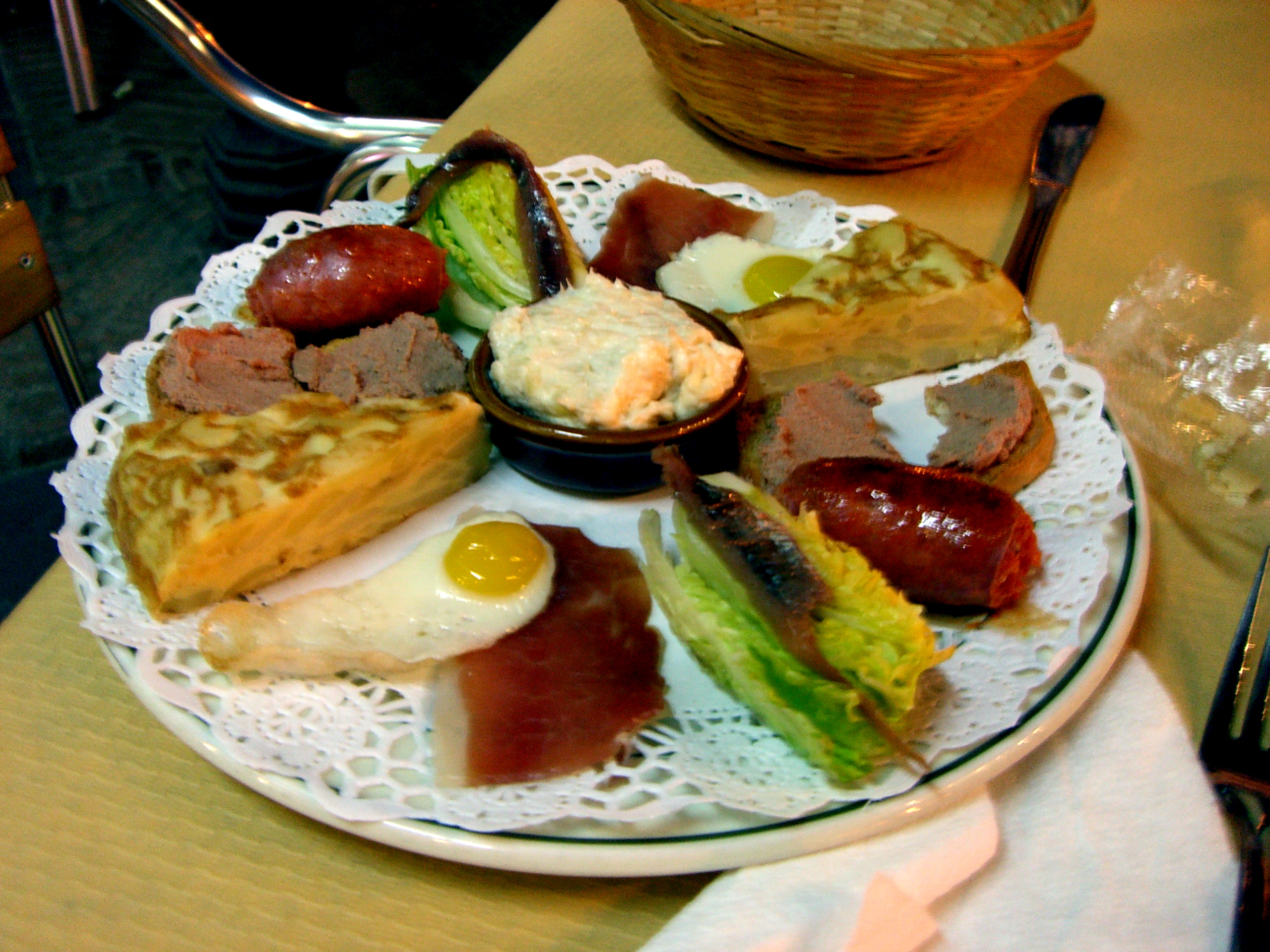 Working Abroad The Spanish Lunch Internations Blog