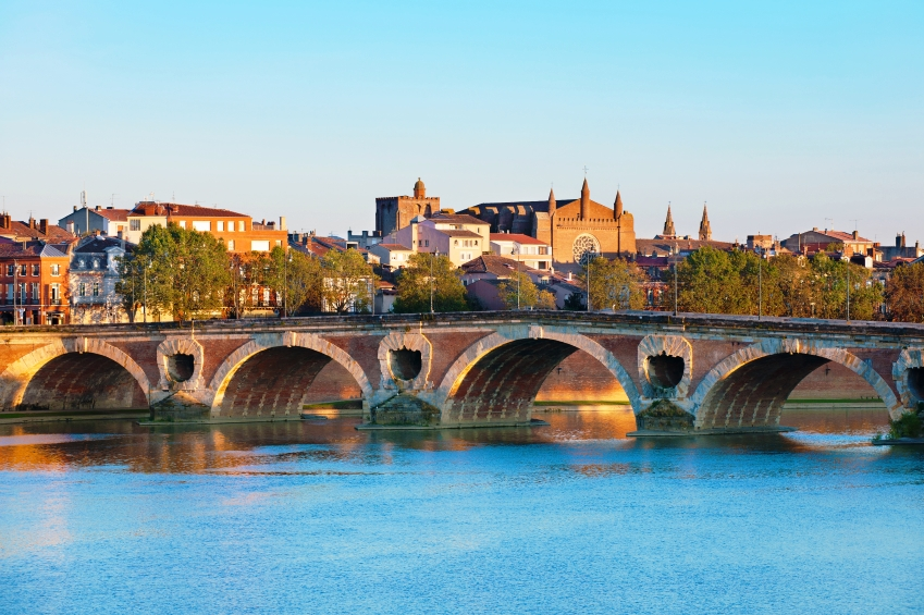 The Pont Neuf in Toulouse in summer