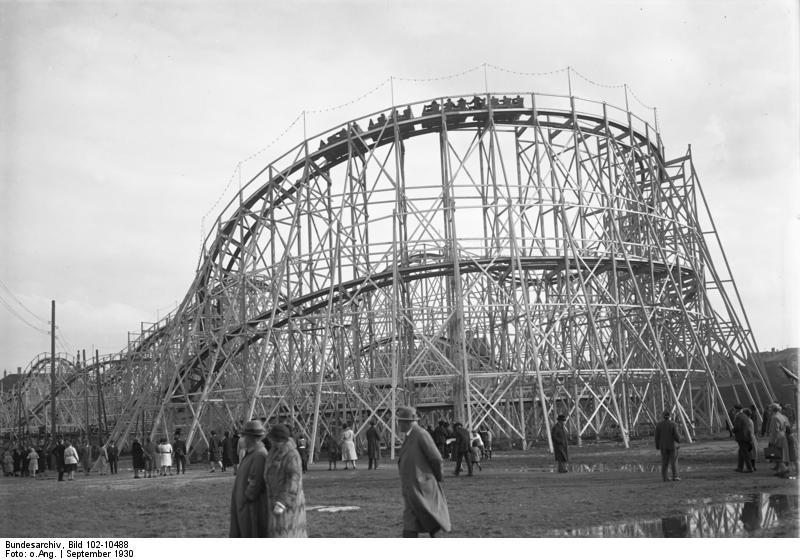 Der Höhepunkt des Oktoberfestes auf der Theresienwiese in München! Die Riesen-Gebirgsbahn, die grösste der Welt, auf der Festwiese.