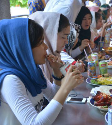 4. Kuala Lumpur Children Eating_v2